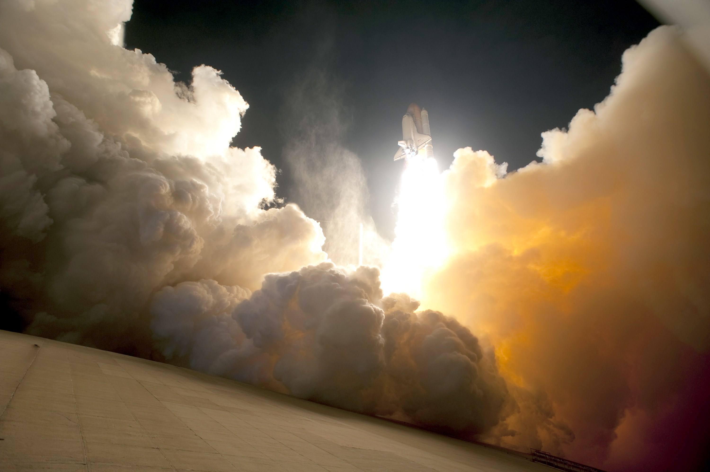 STS-130_exhaust_cloud_engulfs_Launch_Pad_39A.jpg