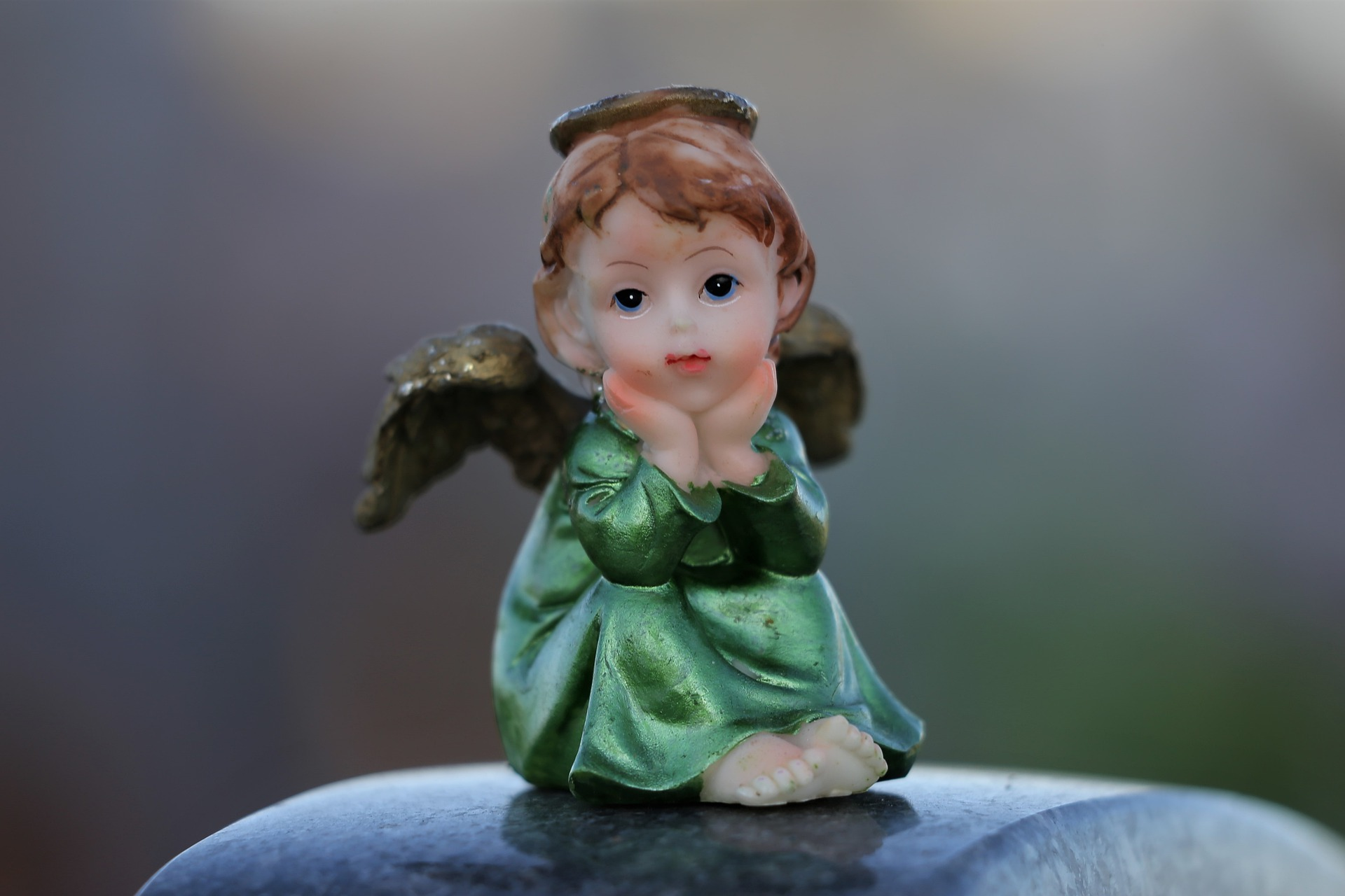little-angel-on-childs-grave-4495385_1920_pixaby.jpg