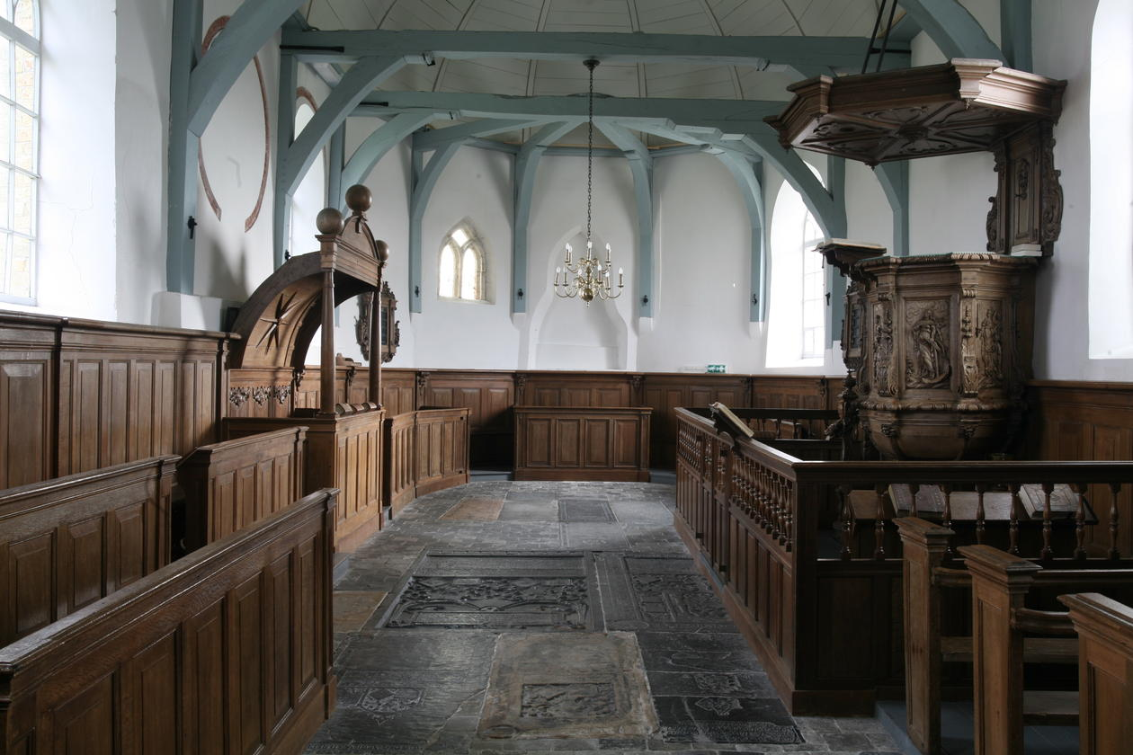 Medieval church in Bears, Frisia (the Netherlands). The Protestant furnishings were largely added around the middle of the eighteenth century. Foto: Archive Regnerus Steensma